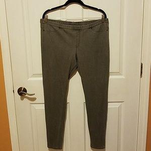 HUE Pants & Jumpsuits - Hue stretchy jeggings